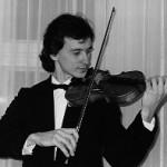 Artur Medvedev ist Absolvent des P. I. Tschaikowsky Staatlichen Konservatoriums in Kiev, Fach Violine. Als Solist und Kammermusikpartner trat er in der ehemaligen UdSSR und jetzt in Europa auf.