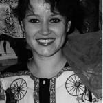 """Irina Michnovitch wurde in einer russischen Familie in Usbekistan geboren. In Taschkent absolvierte sie die staatliche Akademie für Choreographie und war danach elf Jahre lang als Ballettsolistin des Staatlichen akademischen musikalischen Mukimi-Theater tätig.  Ihr Markenzeichen als Tänzerin - die Fähigkeit auf der Buhne zu leben. Es ist ein Genuss, sie tanzen zu sehen - fur das russische Zentrum in Munchen """"MIR e.V."""" ist sie zweifellos eine Bereicherung.  Nach dem Tod der legendären Münchner Russisch-Tanzlehrerin, Irina Komma, deren Namen auch unser Tanzensemble """"Irinuschka"""" tragt, übernahm Irina Michnovitch ab Ende 2000 die Leitung der Choreografie - Abteilung von """"MIR e.V."""". Innerhalb von nur weniger Jahre wuchs sie zu einer glänzenden Pädagogin, die sich stets sowohl um die Qualität als auch um die Freude am Tanzen bemüht."""
