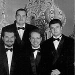"""Im Mai 1992 gründeten die vier Musiker des Petersburger Konservatoriums Anatoliy Lomuhow (Erster Tenor), Arseniy Garibjan (Zweiter Tenor), Igor Kruschelnitzky (Bariton), Oleg Mizura (Baß) ein Kammer-Vocal-Ensemble, das """"Peter's Quartett"""". Die vier jungen Sänger setzten sich das ehrgeizige Ziel, nicht ein Ensemble von vielen zu sein, sondern in Auswahl und Interpretation der Werke sowie in stimmlicher Qualität etwas Aussergewöhnliches zu bieten. So erkoren sie nicht ohne Grund Zar Peter den Großen zu ihrem Namenspatron. Alle Mirglieder des Quartetts sind vielseitig musikalisch ausgebildet und haben eine gründliche Vorbereitung zu Berufsmusikern absolviert. Ihr solistisches Können verleiht ihrem Vortrag Spannung und individuelle Besonderheit. Großen Wert legt das """"Peter's Quartett"""" auf niveauvolle Ausführungen, auf wortgetreue Darbietung der Kompositionen aus den verschiedenen Epochen der Musikgeschichte und auf ein stilvolles Auftreten. Das umfangreiche Repertoire reicht von den Werken altrussischer Meister des 12. und 13. Jahrhunderts bis in die neuere Zeit. Von den Komponisten seien nur einige genannt: Tschaikowsky, Rachmaninow, Tschesnokov, Gontcharov. Natürlich gehören auch die schönen alten und neuen russischen Volkslieder daz"""