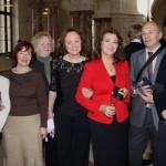 Tatjana Lukina im Kreis der Mitglieder des Vereins MIR e. V.